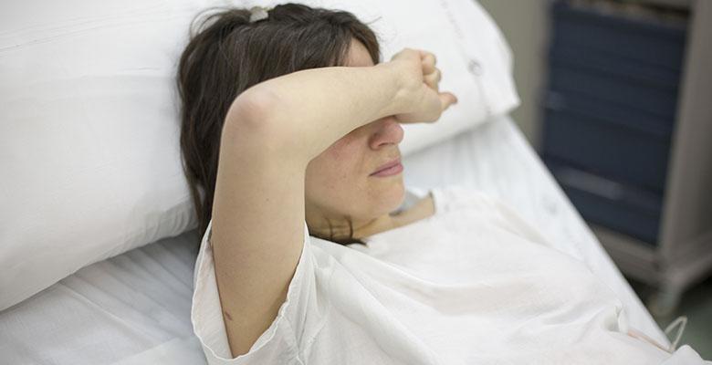 Une femme hospitalisée