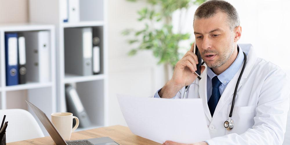 oncologue au téléphone