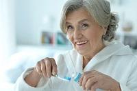 Prévention bucco-dentaire chez la personne âgée : les bonnes pratiques